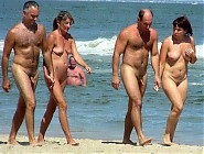 (5 pictures) Nudist Couples in Public