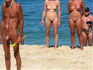 (5 pictures) Family nudists under the sun