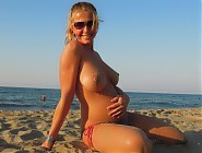 ( 5 pictures) Topless pregnant women on sunny beach