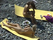 (12 pictures) Hot blonde seduces a young lesbian brunette at the beach