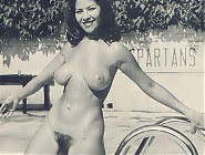 (10 pictures) Vintage and modern photos of naturism in America hot nude babes expose their natural tits and hairy pussies